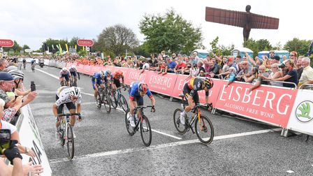 Wout van Aert (right) beats Julian Alaphilippe (left) andEthan Hayter (centre) in Gateshead.