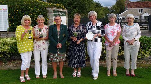 Pam Berry receivesthe Allington Cup from captain Ann Dixon alongside other prizewinners at Wedmore's Autumn Meeting