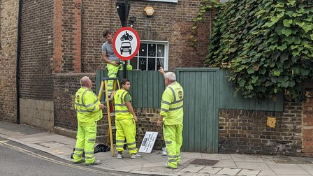 Signs being installed for the Stoke Newington LTN.