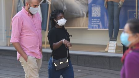 People out and about shopping in Norwich with and without masks. Byline: Sonya Duncan