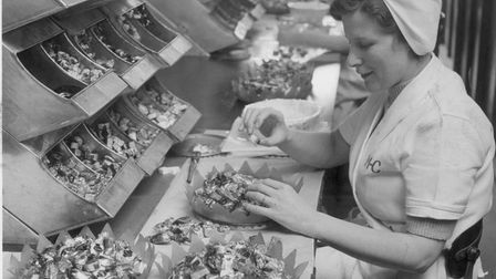 Packing sweets at the Mackintosh factory in Norwich. Dated: May 1959.