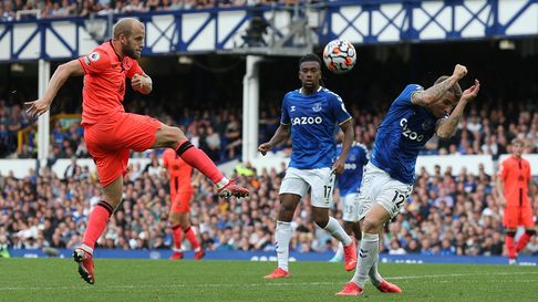 Teemu Pukki tries his luck in the second half of Norwich City's 2-0 Premier League defeat at Everton