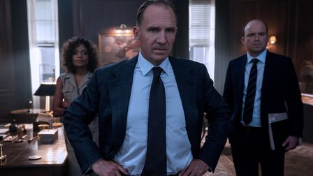 B25_17531_RC2M (Ralph Fiennes), Moneypenny (Naomie Harris) and Tanner (Rory Kinnear) in a tense
