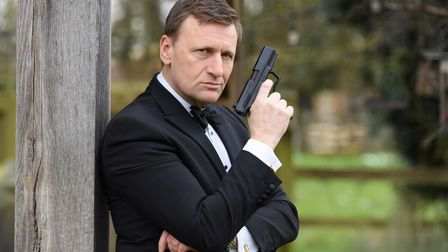 """Steve Wright, a Daniel Craig 007 lookalike, is ready to """"pass on the mantle"""" as the actor plays bond for the last time."""