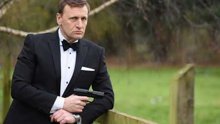"""Steve Wright, a Daniel Craig 007 lookalike, is ready to """"pass on the mantel"""" as the actor plays bond for the last time."""