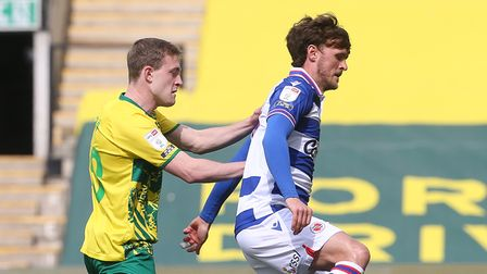 Oliver Skipp of Norwich and John Swift of Reading in action during the Sky Bet Championship match at