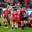 Saracens players show their dejection after Leicester Tigers are awarded a penalty try to win the ga