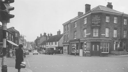 Norwich -- Streets -- S / Public HousesJunction of St Stephens Street and Queen's Road with the