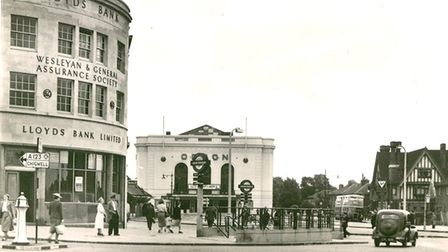 The building was constructed for the Lloyds branch, which was opened in March 1939