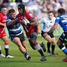Saracens' Maro Itoje (centre) breaks past Bath's William Stuart (left) on his way to scoring a try d