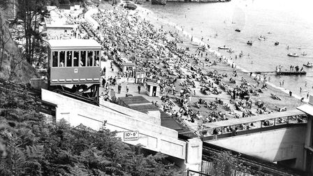 Babbacombe Cliff Railway and crowded Oddicombe beach (PR4244)